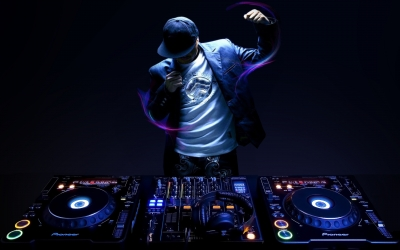 DJ (Disc-jokey)